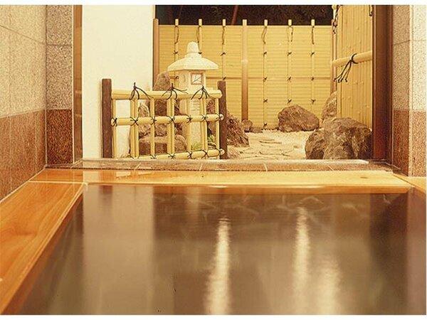 ホテル高松自慢の貸切風呂です。