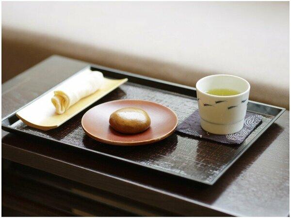 ご到着時のお饅頭とお茶のサービス
