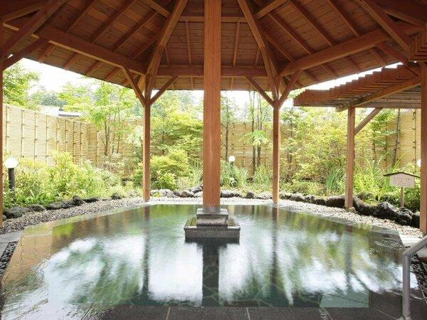 露天風呂『石庭』 源泉は白根山の山奥深くで湧出。100%掛け流しの『万代鉱』源泉。