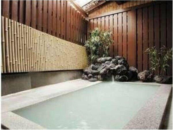 外浴場(半露天) 日によって男女お風呂が入れ替わります。
