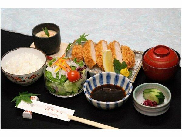 2食付プランの夕食(三元豚ロースカツ膳)