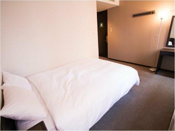 スタンダードダブル☆幅140cmベッド1台☆広さ15.3平米