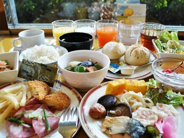 ご宿泊の皆様にご朝食無料サービス。