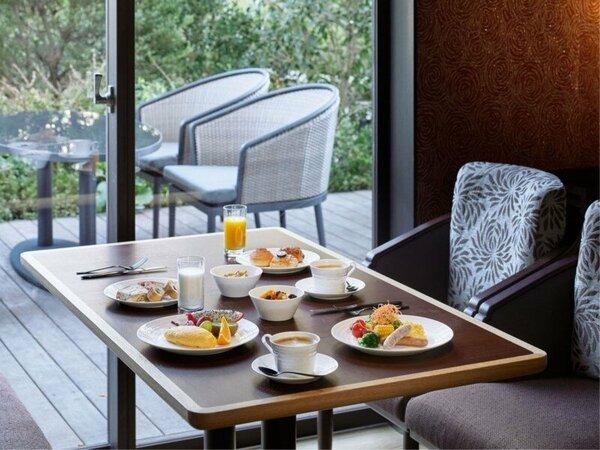 CLUB LOUNGE[朝食では1日の活力を蓄える豊富なラインナップをご用意。]