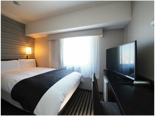 ダブルルーム(広さ11平米/ベッド幅142cm)