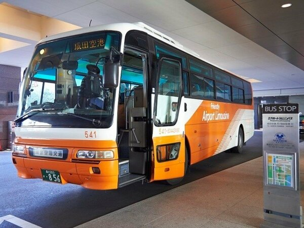 羽田空港、成田空港とホテル間を結ぶ便利なリムジンバスが運行されています。