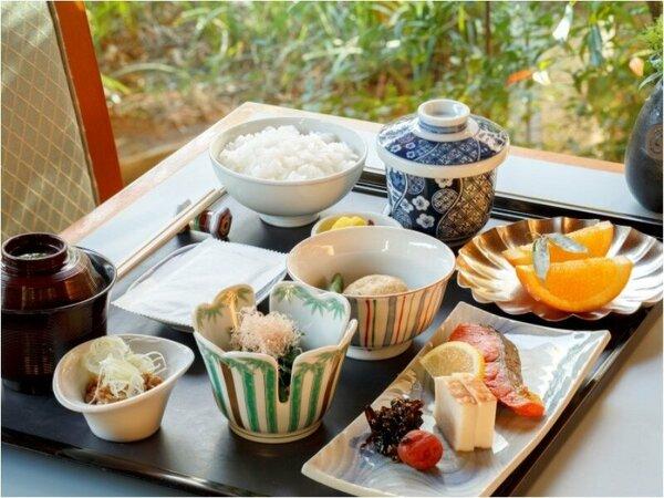 6階「日本料理 歌留多」の朝食イメージ食数限定※土・日・祝日限定