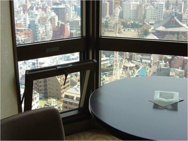 東京スカイツリービュー客室の小窓は年に2回、隅田川花火大会と大晦日のみ開錠します