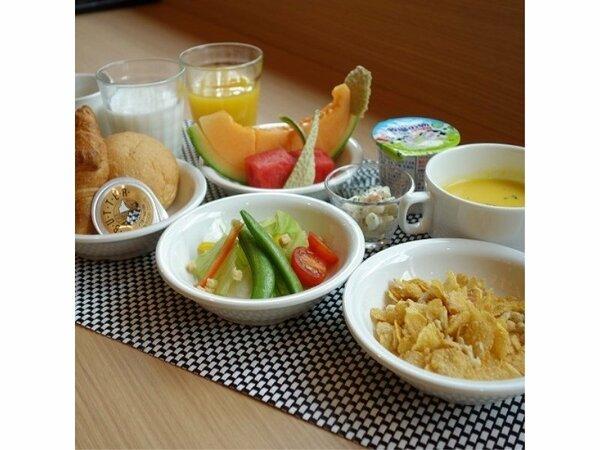 朝食 おにぎりバイキング