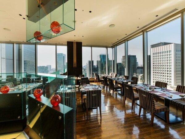 明るく開放的な雰囲気の中でのご朝食(27階レストラン「TENQOO」)