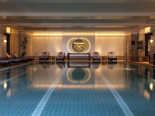 「ザ・リッツ・カールトン スパ&フィットネス by ESPA」(46階)の室内プール