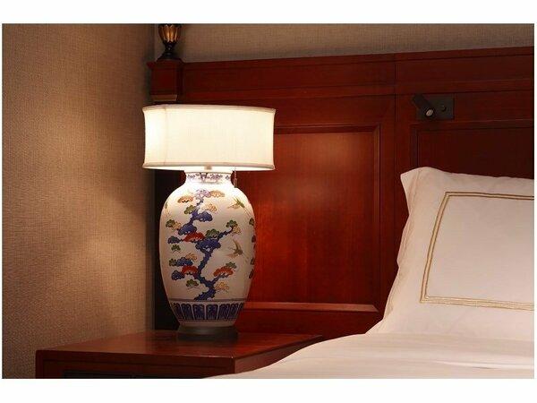 プライムルーム ベッドサイドのランプ