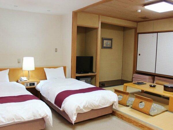 【和洋室】ベッド2台と畳のスペースがあります。この部屋タイプは海が見えません