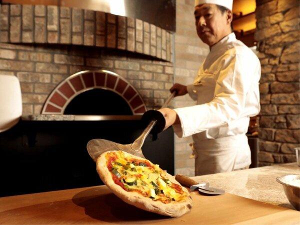 石釜で焼きたてPIZZAは生地も美味しい♪ご夕食ブッフェ(バイキング)