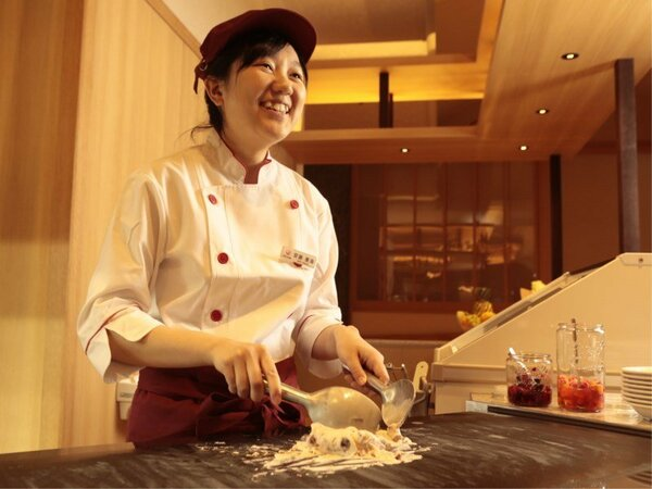 マイナス20℃の大理石で作るコールドストーンアイス♪ご夕食ブッフェ(バイキング)