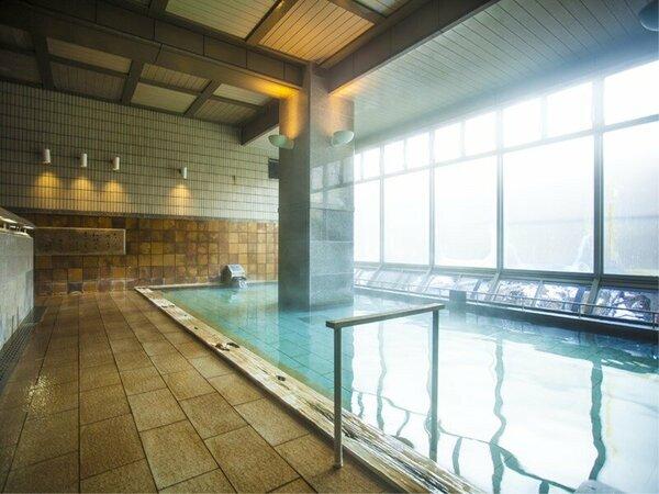 水晶風呂 内湯が2、露天風呂が1、サウナが1あります。