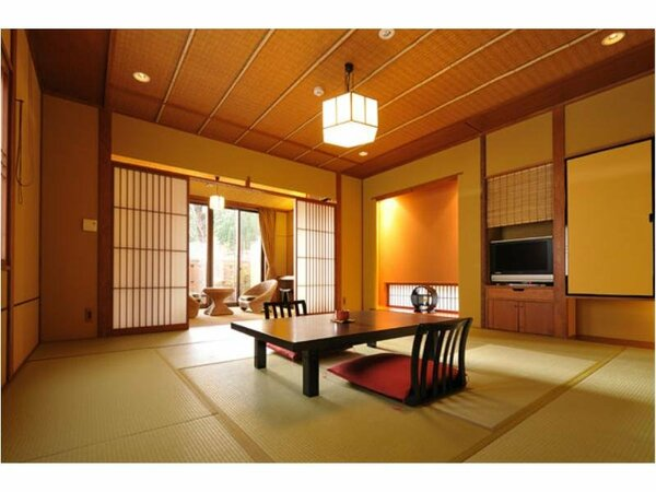 12.5畳が自慢の「さくら」の和室。畳の感触を感じながら、手足をゆっくりと伸ばして寛げる。