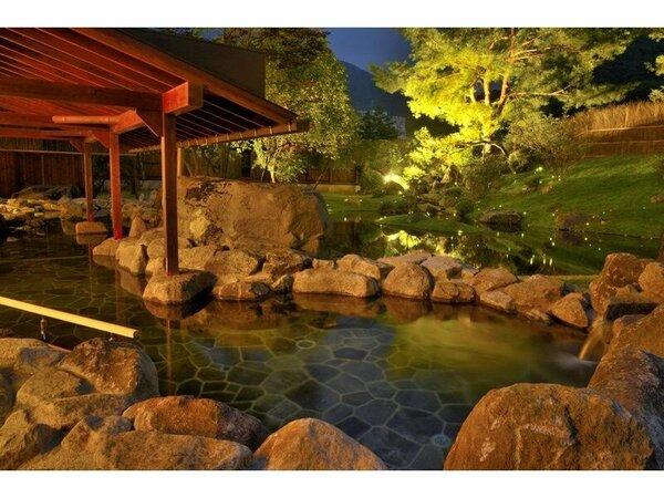 【蛍あかりの湯】幻想的な光に包まれる庭園露天風呂で、贅沢なひとときを…