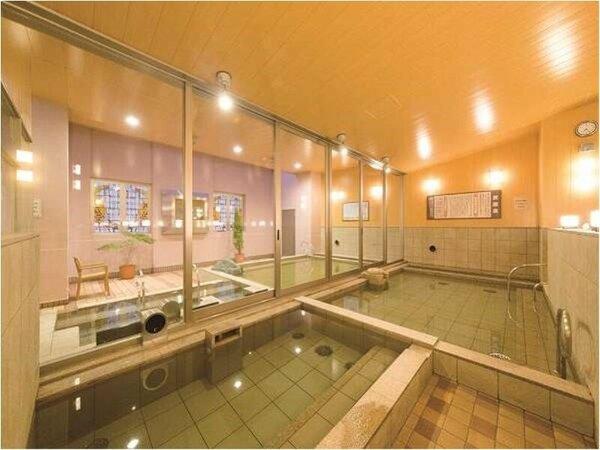 【みなぴりかの湯】内風呂。駅近ながら本格的な施設が自慢。