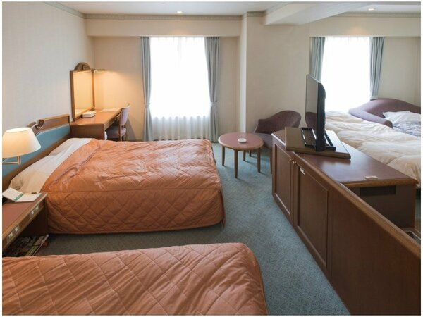 【フォース(4名利用)一例】ベッド2台&ソファーベッド・エキストラベッド各1台