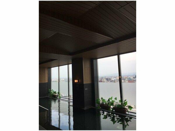 天人峡天然温泉大浴場17階最上階
