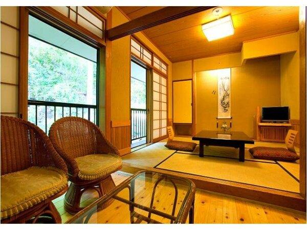 【本館山側】和室6畳浴場に一番近いお部屋で、お風呂への行き来にも便利☆