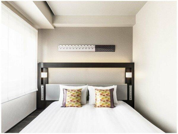 ダブル ●広さ:15平米 ●ベッド:幅160cm × 長さ200cm 1台