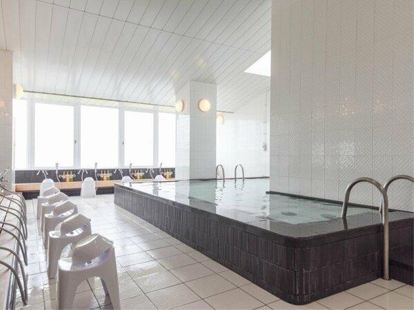 *【大浴場】夕陽と共に癒される「大浴場」大阪湾に沈む夕陽を眺めながらのバスタイムは至極のひととき