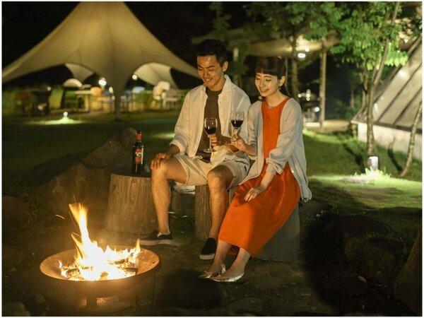 【滞在イメージ】焚き火を囲ってのんびり語らう…こんなことが叶うのがホテル・ロッジ舞洲の魅力。
