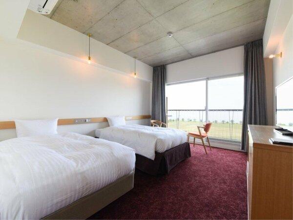 *【部屋(新館ネスト・STDツイン・サンセットビュー)一例】大阪湾を望む明るいお部屋