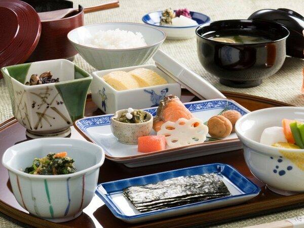 日本料理「うえまち」の朝食。和定食スタイルで満喫ください。