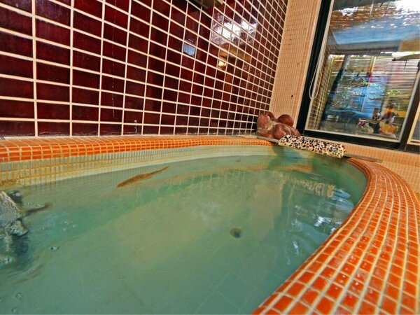 【貸し切り風呂】時間制の貸切風呂ですのでご家族・グループ様でごゆっくりお寛ぎくださいませ。