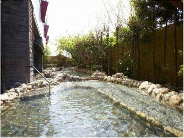 【アジアゾーン】日本渓流露天風呂 日本の風情に包まれた、せせらぎが心地よい渓流の露天風呂