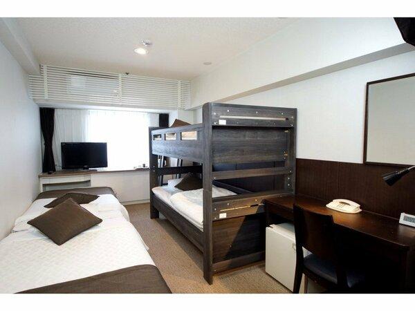 フォースルーム/シングルベッド2台。2段ベッド1台