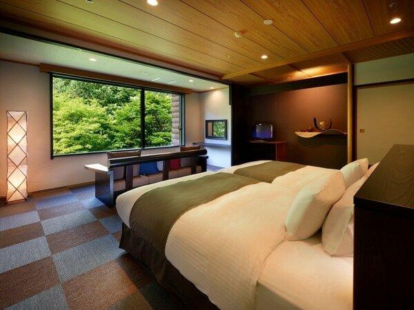 【モダンツインルーム】センターベットからは窓一面に奥入瀬の森が広がります。