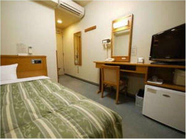 【シングルルーム】140cmの広々ベッドをご用意しております