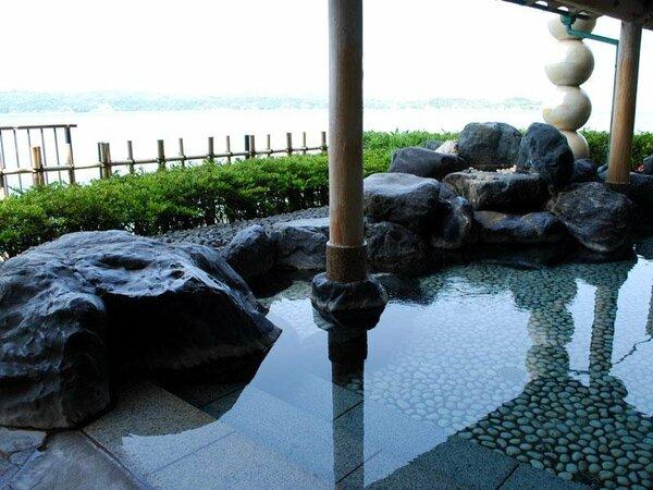 七尾湾を一望できる露天風呂
