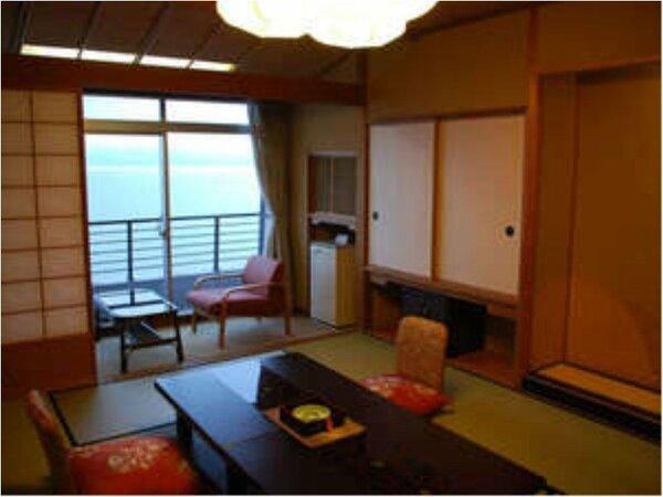 海の景色を眺めながら和室でのんびり♪海の見える部屋(本館和室)一例