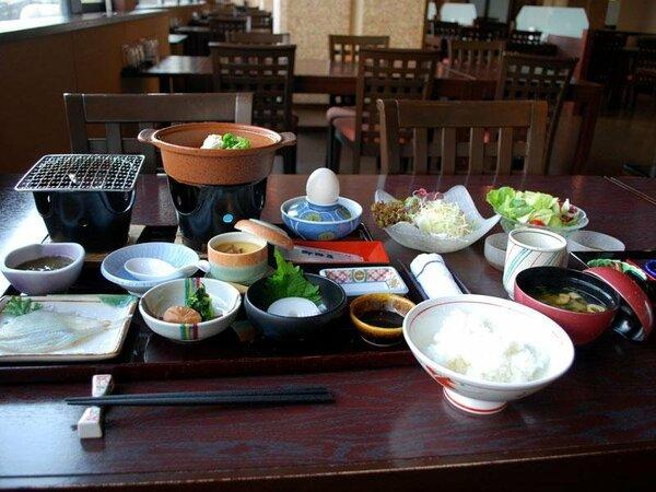 旅館の朝ごはんは、なぜがご飯が何杯でもいけます(^_-)-☆