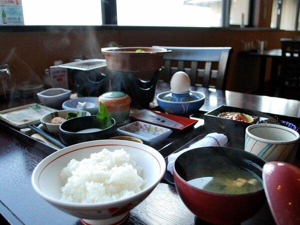 米どころ!石川の地元産米でご用意しております。おかわり自由です!(レストラン朝食一例)