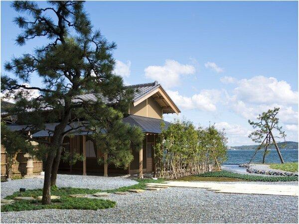 美しい景色に溶け込む、圧倒的な存在感の茶室「得寮庵」