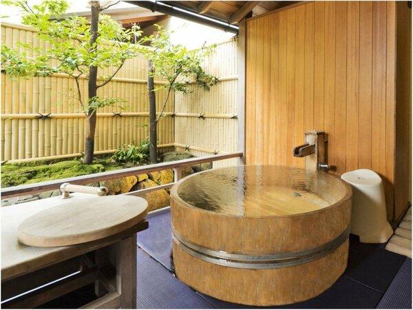 能登渚亭の露天風呂一例