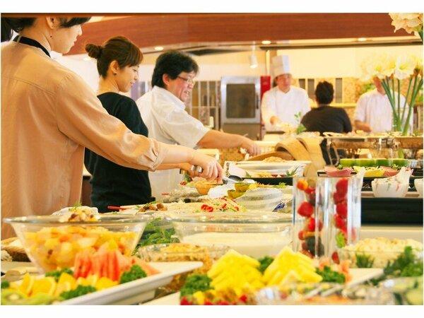 和洋60種類の品数を誇る自慢の朝食バイキング!
