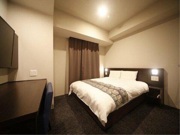 クイーンルーム16平米 160cm×195cmのシモンズベッド使用