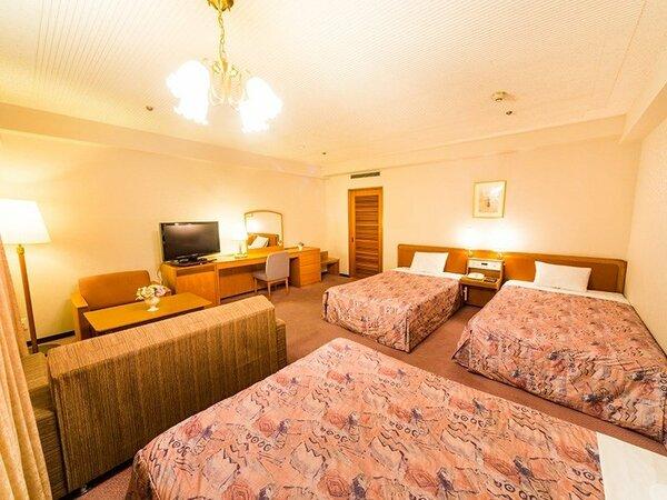 ファミリールーム:37.7平米 120cmベッド3台とエキストラベッド利用で最大4名まで宿泊可能