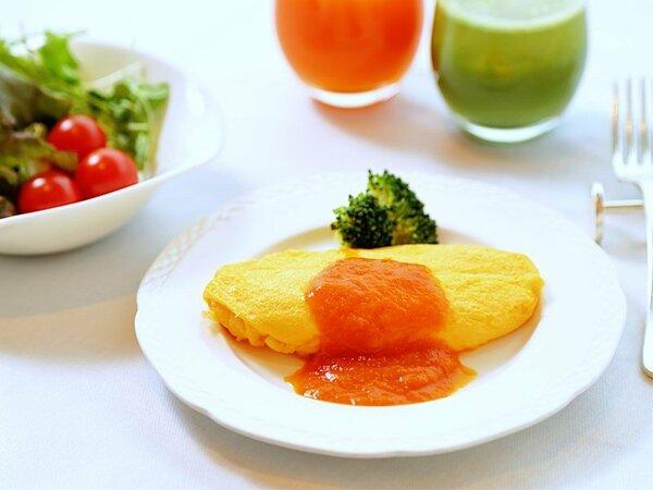すっきりトマトソースでアレンジの朝食オムレツ