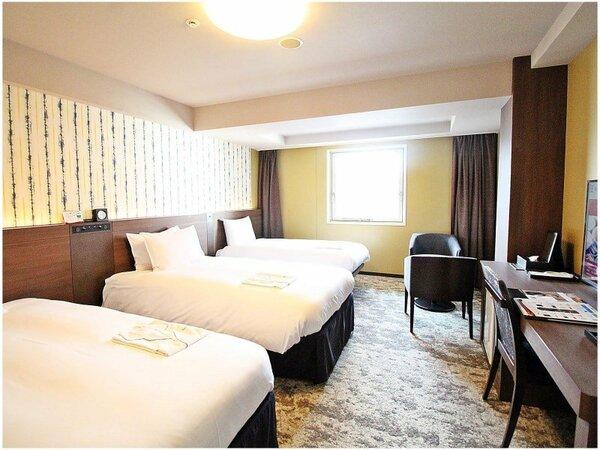 スタンダードトリプルルーム:27.7平米 110cm幅のベッドを2台、90cm幅のベッドを1台ご用意