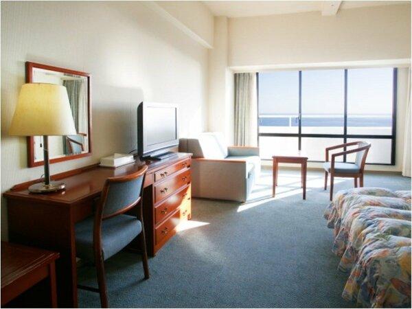 【洋室イメージ】洋室の基本ベッドはセミダブルでゆったり。3名様以上はソファーベッドとなります。