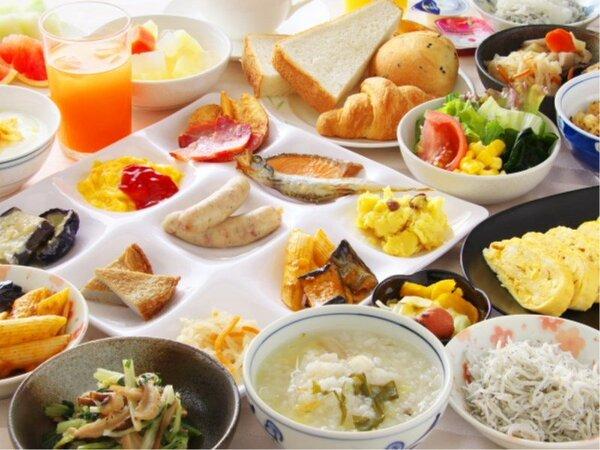 【朝食バイキング】旅行ならではの楽しみの一つ御朝食は種類豊富な朝食バイキングをご用意♪