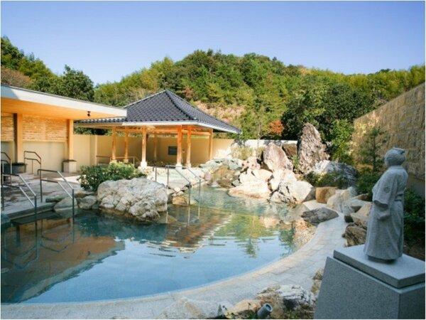 【温泉露天風呂『桂浜』】龍馬像が眺める『桂浜』をイメージした露天風呂。